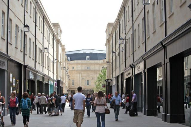Bath English Homestay - Large modern shopping centre