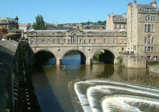 Bath English Homestay - Pulteney Bridge and the River Avon