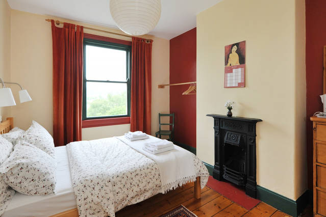 Bath English Homestay - comfortable double bedroom with wonderful view